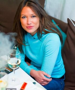 Анна Кастерова в салатовом