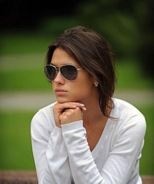 Анна Кастерова в солнечных очках