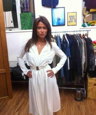 Анна Кастерова в белом платье