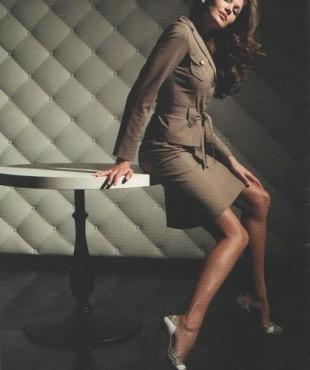 Ирина Шадрина в поный рост в деловом костюме, фотосессия
