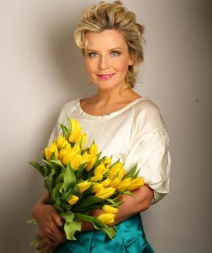 Татьяна Арно с букетом цветов