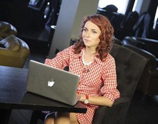 Ирена Понарошку с ноутбуком