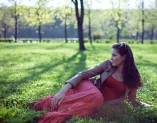 Фотосессия Ирины Шадриной в парке: 6 фото