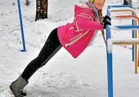 Катерина Кирильчева показала как разминаться на спортивной площадке
