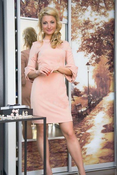 Анастасия Дьякова в розовом платье, которое сшила подруга