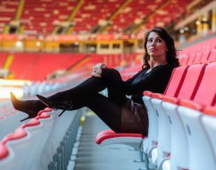Мария Командная на стадионе